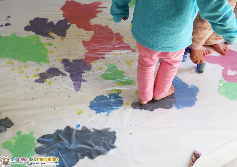 Peinture sensorielle sur une bache