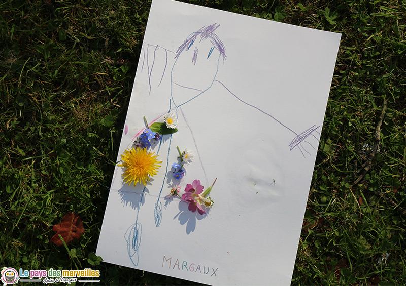 bonhomme décoré avec des fleurs
