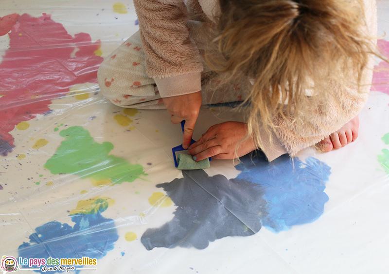 Etaler de la peinture avec un rouleau sans se salir