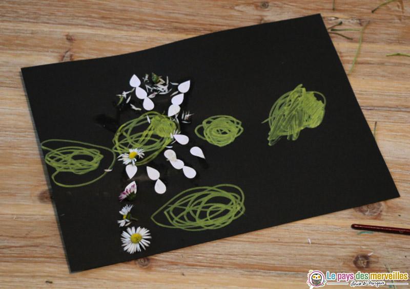 tableau avec des fleurs du printemps par un enfant de 2 ans