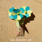 fleurs en papier pour décorer un balcon