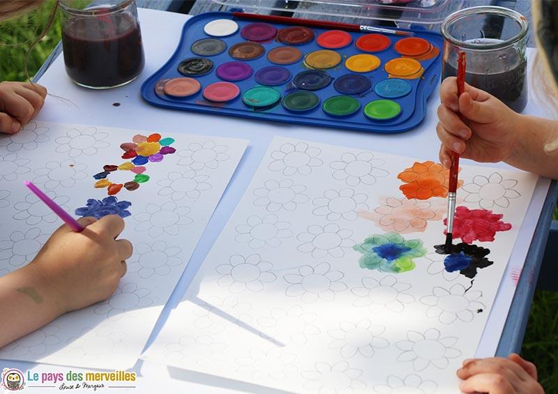 coloriage de fleurs à la peinture aquarelle