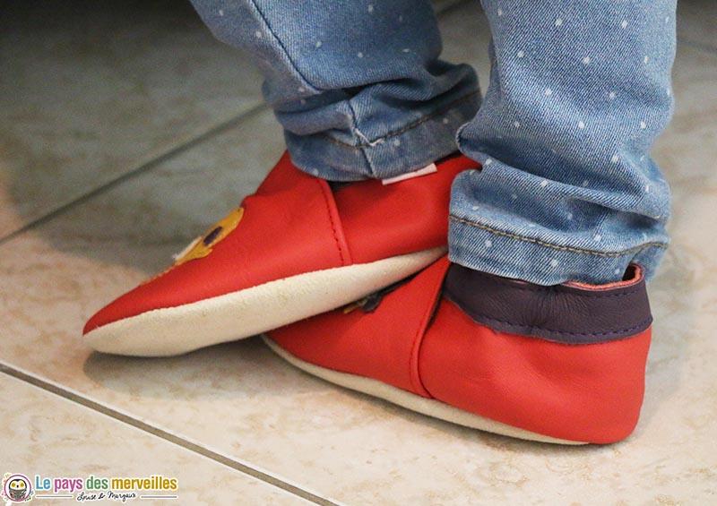 chaussons en cuir rouge avec semelle souple