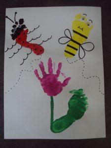 fleur, abeille et coccinelle en empreinte de main et pied