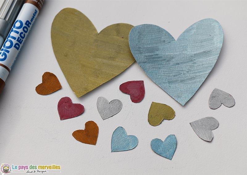 Coeurs en papier coloriés avec les feutres giotto decor métal