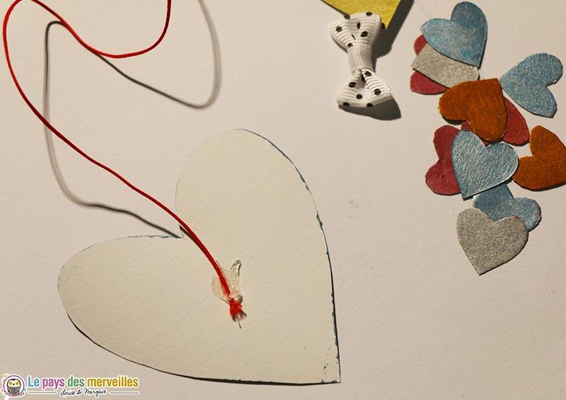 assemblage de la carte coeur surprise avec du fil coton