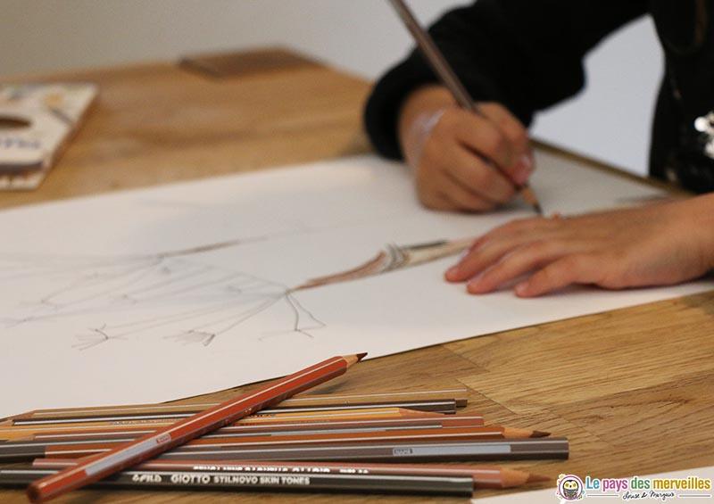 coloriage d'un arbre avec les crayons giotto skin tones