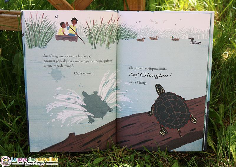 tortues peintes qui sautent dans un étang