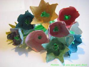 fleurs avec une boite à oeufs