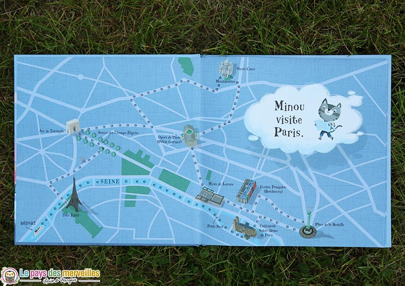 double page de Minou dans la ville de Paris