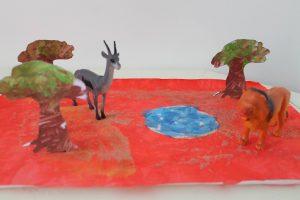 décor en peinture pour jouer avec des figurines de la savane
