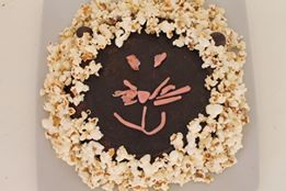 gateau au chocolat et pop-corn en forme de lion