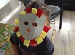 masque de lion réalisé par un enfant de 2 ans