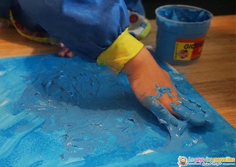 Peindre la mer avec les mains
