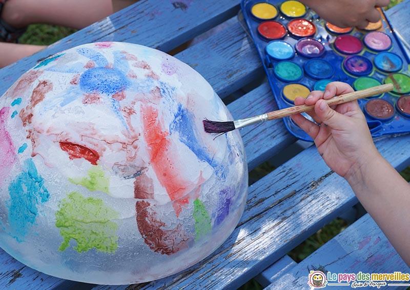 effet de la peinture aquarelle sur un glaçon