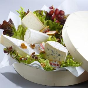 plateau de fromages avec un choix varié