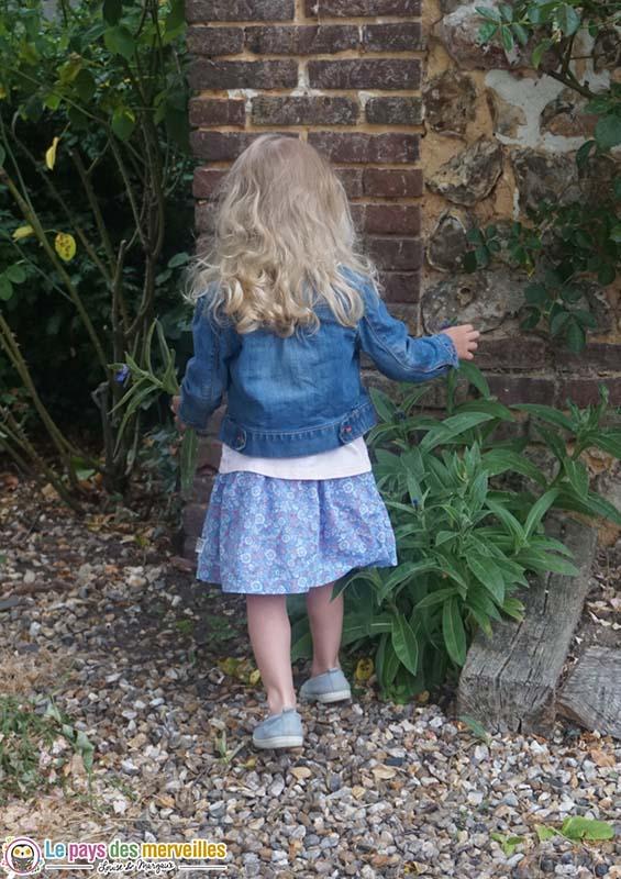 cheveux blonds bouclés enfant de 3 ans
