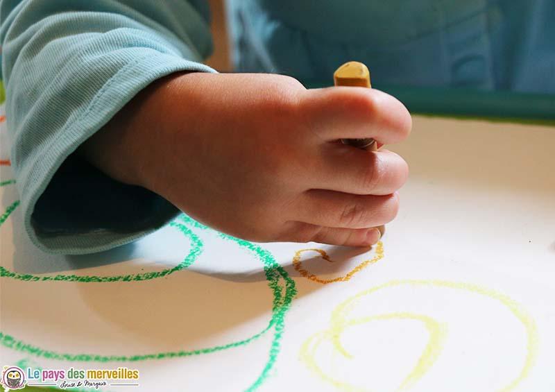 dessiner une spirale avec une pastel à l'huile