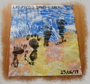 Peinture au papier crépon pour représenter la mer et le sable