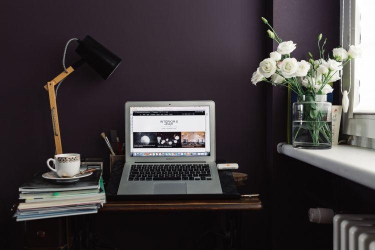 aménagement espace de travail dans le salon