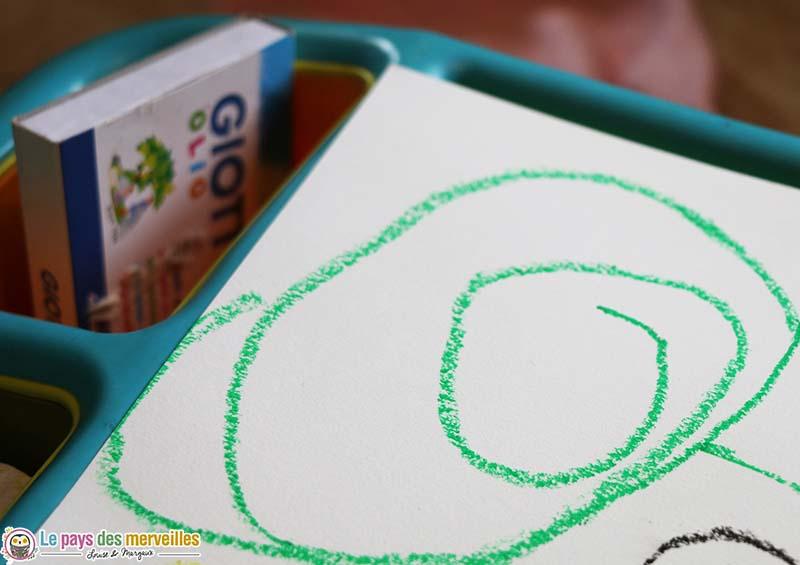 spirale verte dessinée par un enfant de 3 ans