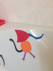forme en mousse sur la baignoire