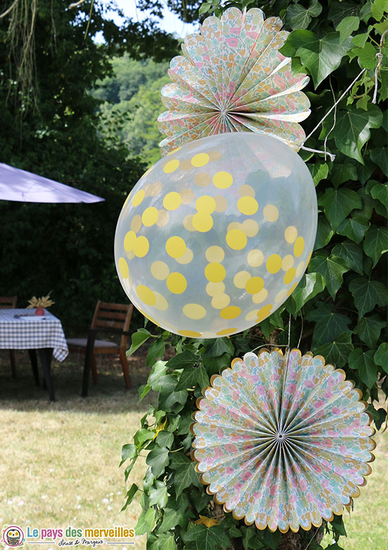 ballon transparent à pois jaune