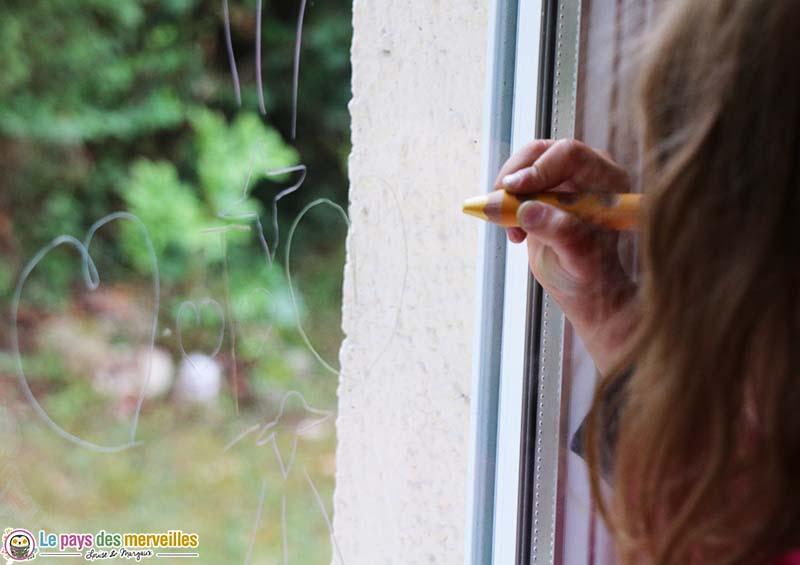 dessin sur vitre avec un crayon effacable