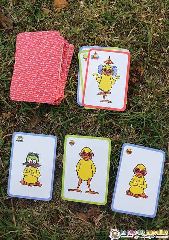 jeu de cartes avec les poussins de Claude Ponty