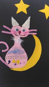Bricolage enfant d'un chat sur la lune