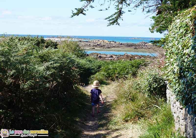 balade en famille sur l'île Chausey