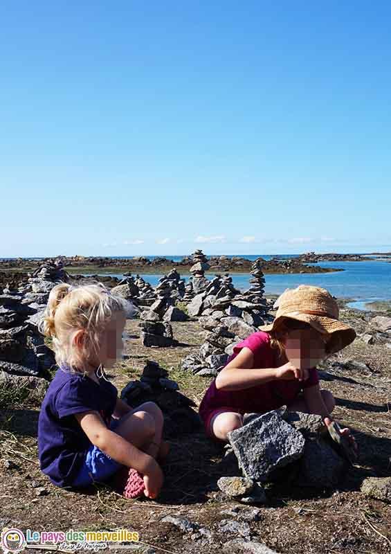 jeu de construction avec du granit sur l'île Chausey