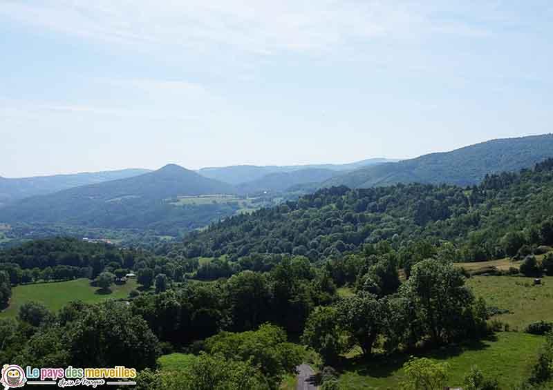paysage site troglodytes de Jonas en Auvergne