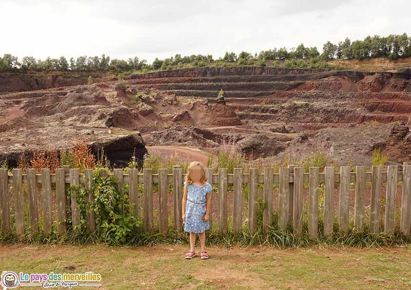 Visite du volcan de Lemptegy avec des enfants