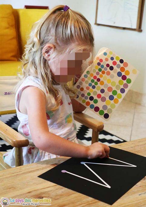 activité pour la maternelle avec des gommettes