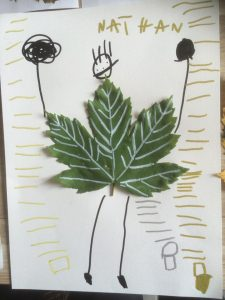 feuille d'arbre transformée en bonhomme