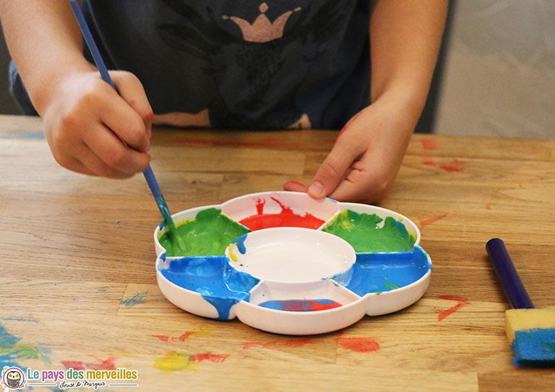 mélange des couleurs avec de la peinture
