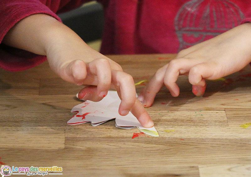 pliage symétrique pour obtenir les empreintes de peinture