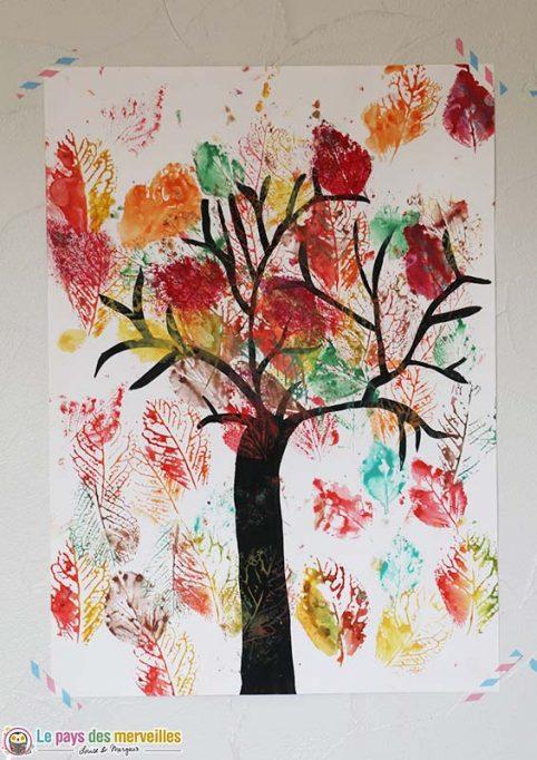 arbre d'automne par une enfant de 6 ans