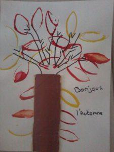 arbre d'automne avec des empreintes
