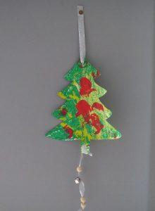 sapin de Noël peint avec 3 techniques différentes