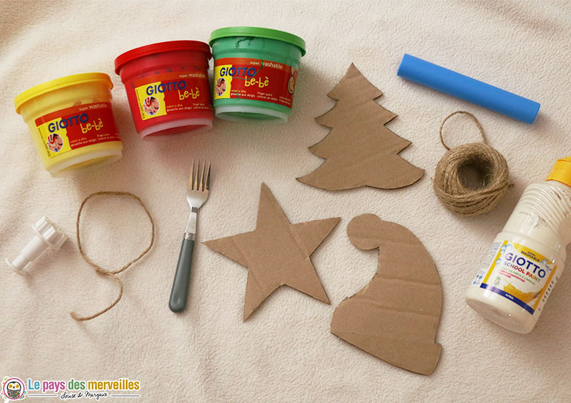 matériel pour réaliser une guirlande de Noël en carton