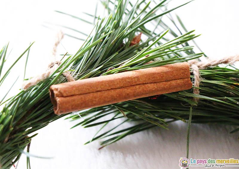 Bâton de cannelle pour décorer une couronne de Noël