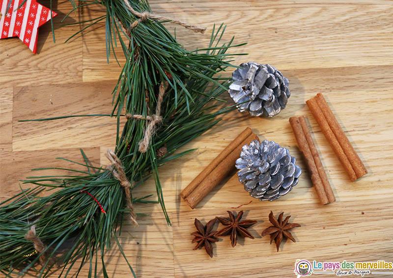 Décoration d'une couronne de Noël avec des élements naturels