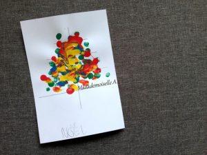 Carte de voeux sapin avec les empreintes de doigts