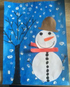 Bonhomme de neige, arbre d'hiver et peinture au coton-tige