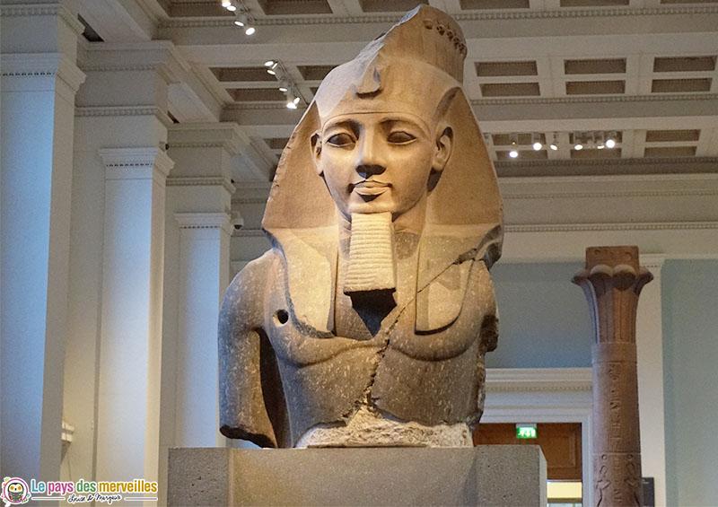 Grand buste de Ramsès II au British museum