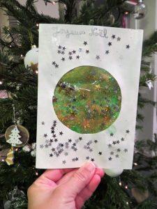 Carte de voeux ou de Noël en transparence avec paillettes