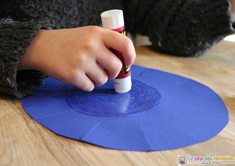 Colle en tube pour papier
