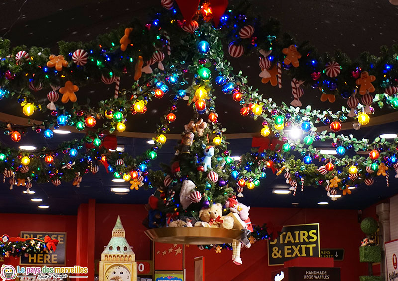 Décorations de Noël au magasin de jouets Hamleys à Londres